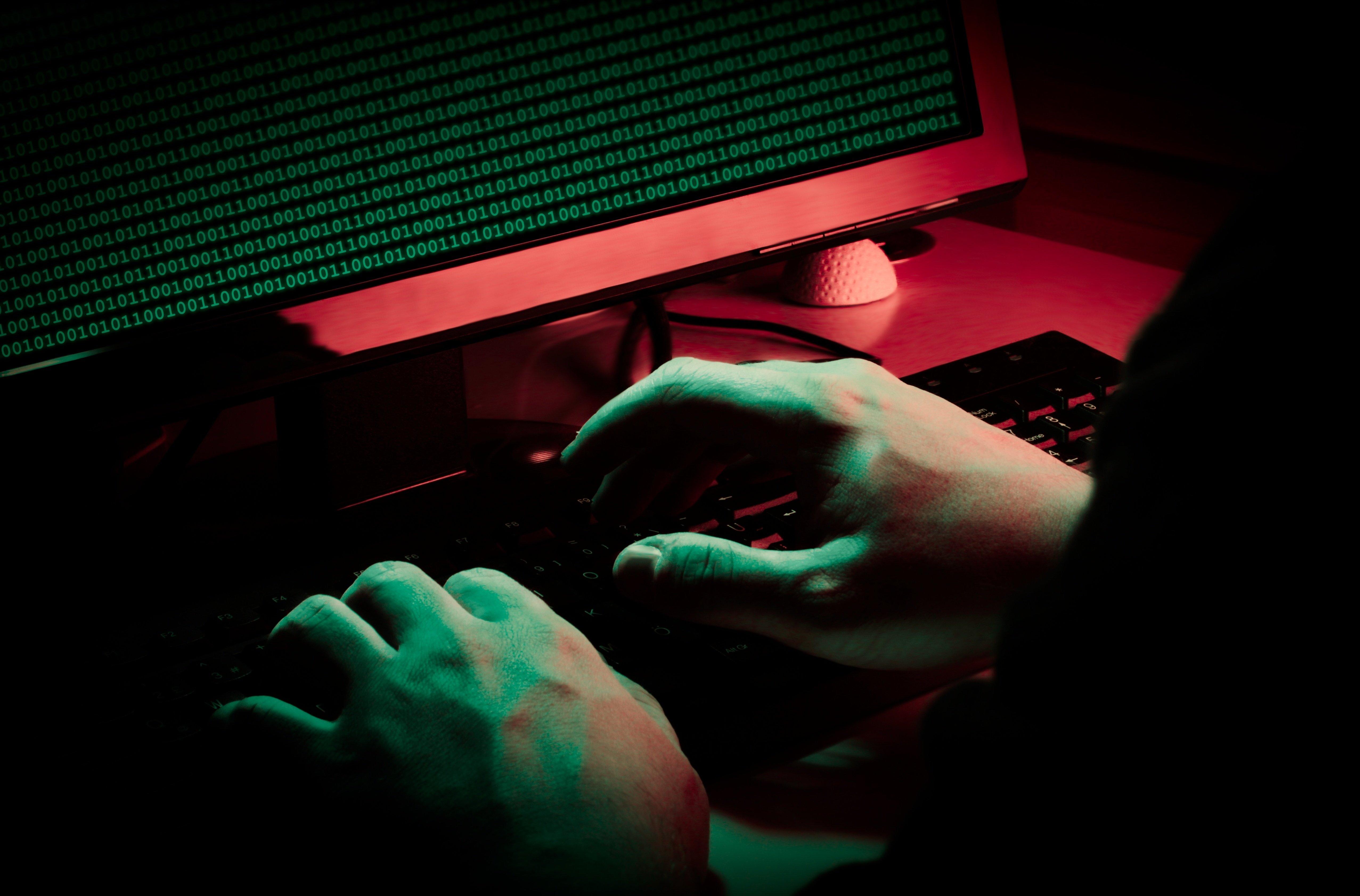 Hacker Deception vs. Interrogation